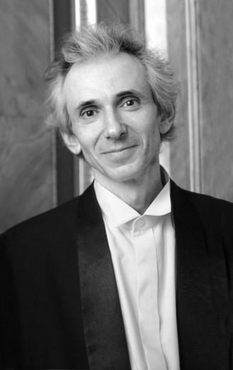 Mikhail Tsinmna, Violino